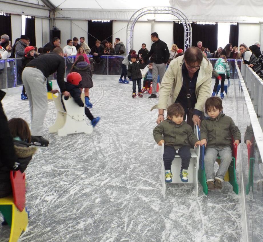 Comme chaque année, les patins ont envahi le chapiteau du théâtre de la mer, à Sainte-Maxime