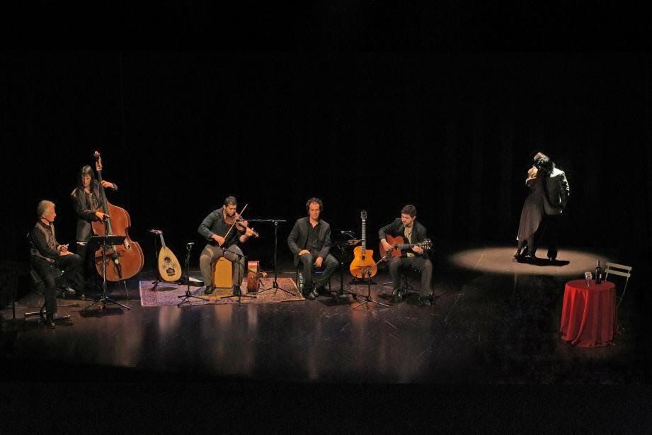 Une rencontre entre la musique des gitans et des tziganes d'Europe et le tango argentin.