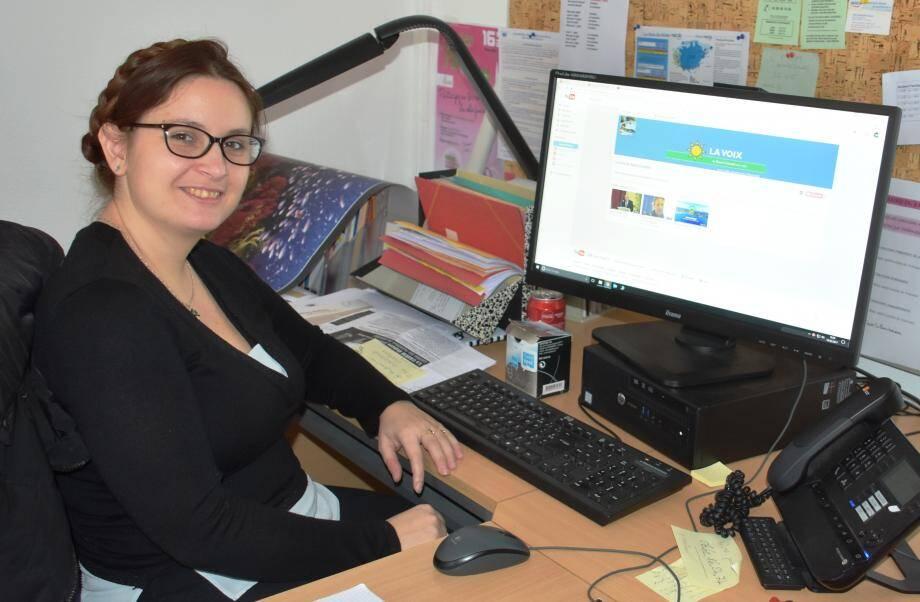 Camille Pascale, responsable de la communication et de l'application YouTube à la mairie.