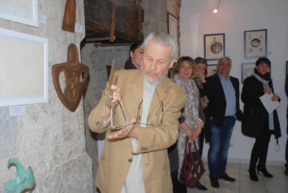 L'artiste a présenté ses œuvres au public lors du vernissage.