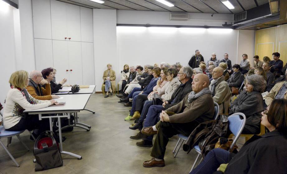 Pas moins de soixante-dix personnes étaient réunies, hier, autour de la présidente d'Avenir Cannes Ouest. Prochaine réunion le 18 avril au Holiday Inn.