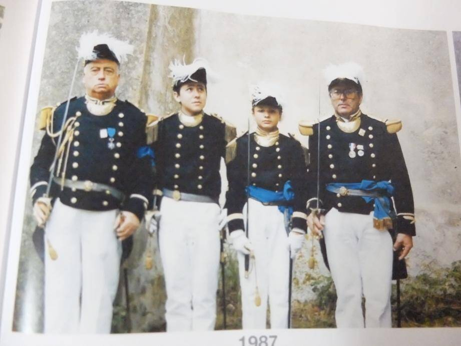 En 1987, l'état major de la Bravade : Marius Astezan, Patrick Giraudo (major de l'enseigne); Jean-Luc Trucco (major); René Trucco, capitaine de ville.