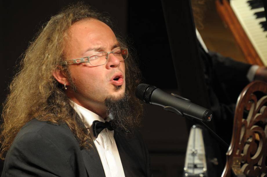 Simon Fache propose sa vision détonnante de la musique dès ce soir au théâtre Le Tribunal.(DR)