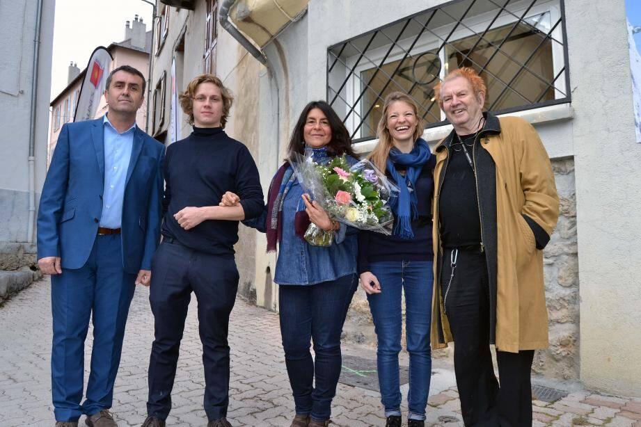 Le maire de Beuil, Stéphane Simonini, Benoît Barbagli, Susie Rémy, Anne-Laure Wuillai et Ben.