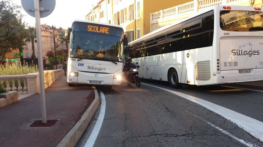 À l'avenir, le stationnement des bus sur l'avenue du Maréchal-Juin ne devrait plus poser de problèmes de circulation.(DR)