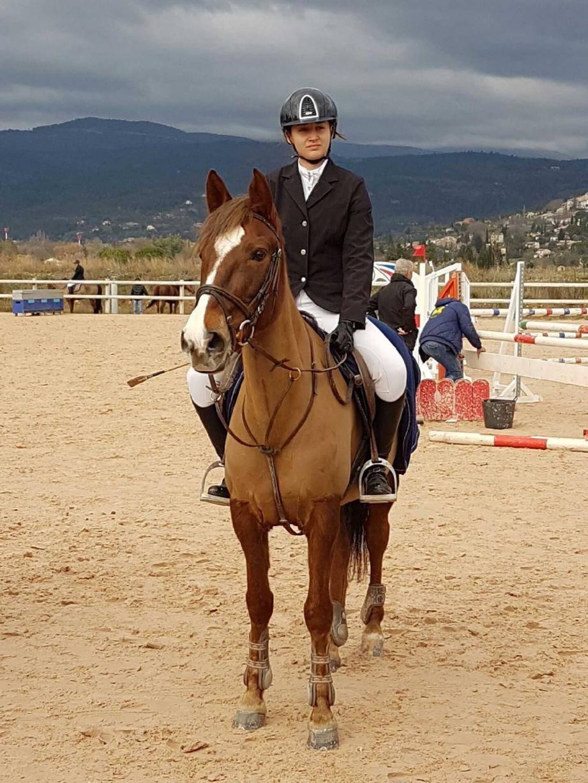 Camille Brulin, sur le cheval Organza,au centre équestre de Fayence