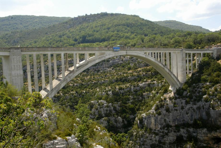 Le pont de l'Artuby à Trigance.