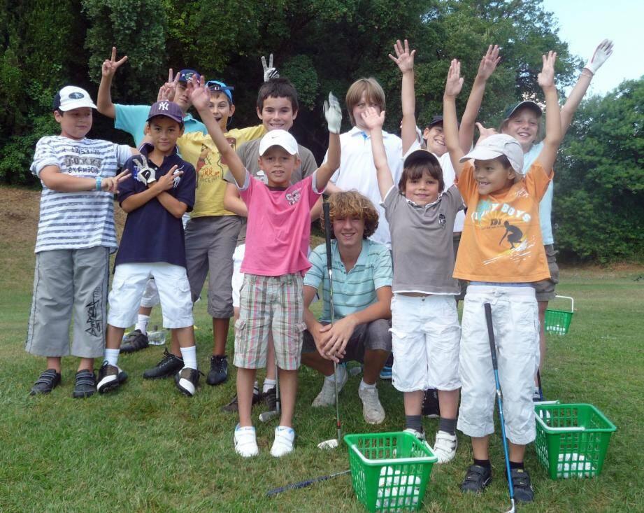 Les enfants peuvent s'initier gratuitement au golf durant l'année scolaire.