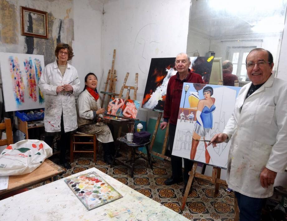 Dans l'atelier des Arts de La Garde: Anida Fernez, Jie Hipken Zhong, Jean-Claude Rostaing et Francis Laffont (de gauche à droite).
