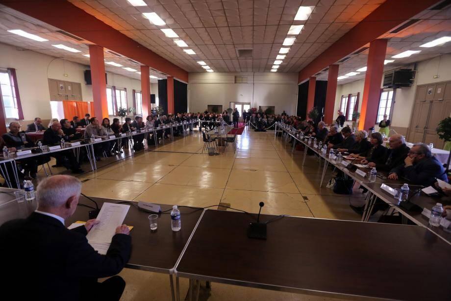 13 janvier 2017. Les 52 conseillers de la communauté d'agglomération « Provence verte », créée le 1er janvier, se réunissent pour la première fois à Brignoles. Ils y élisent Josette Pons à la tête de la structure. Ils y sont de nouveau réunis aujourd'hui et doivent entériner la création des différentes commissions.