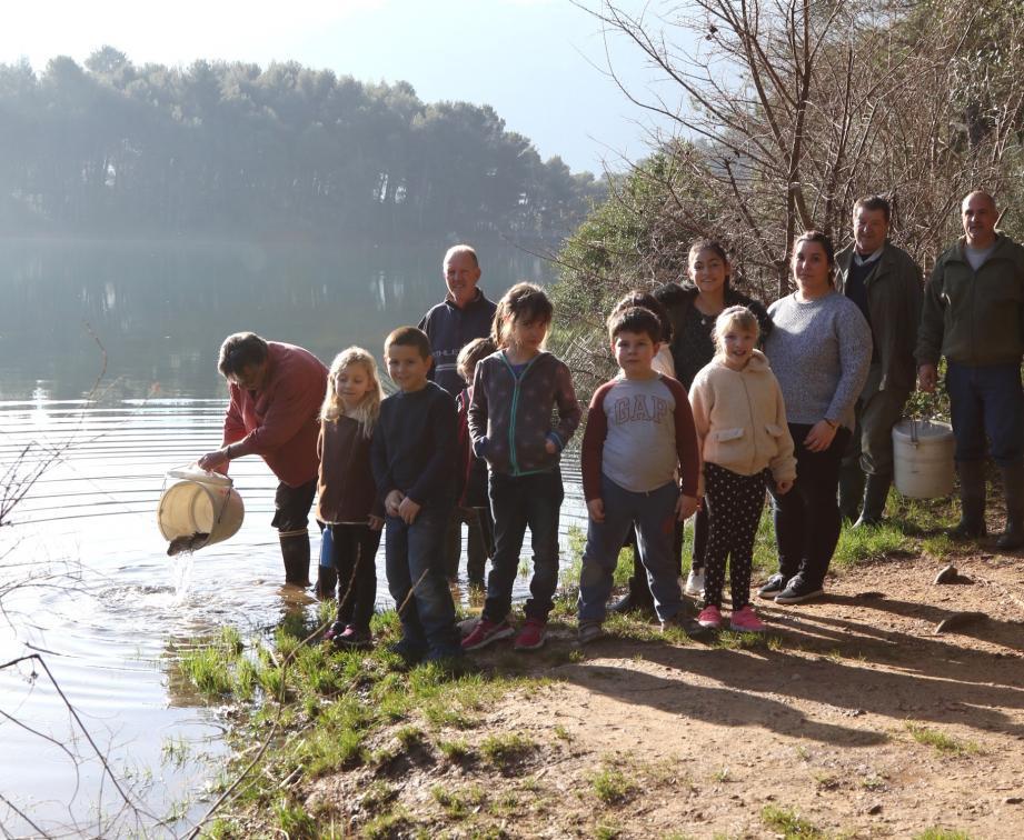 Les enfants ont assisté à la mise à l'eau.