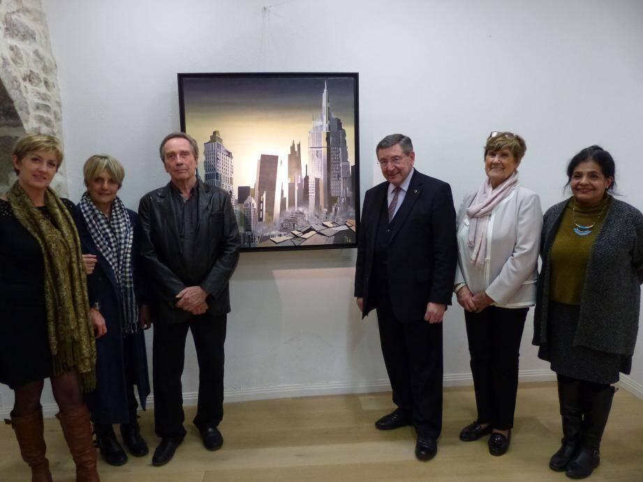 Le peintre Pacha (3e en partant de la gauche) en compagnie du maire Robert Bénéventi (en costume), de Béatrice Gonzalez et des élues Pascale Cogotti, Monique Macia et Nicole Bernardini.