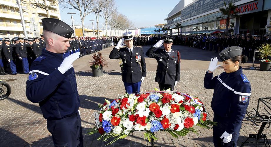 Hommage solennel aux gendarmes décédés en 2016, hier matin.