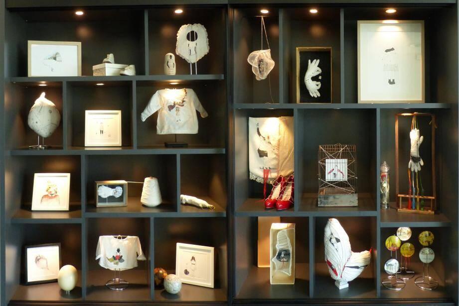 Ce meuble réservé à l'art contemporain connaît un beau succès auprès du public.