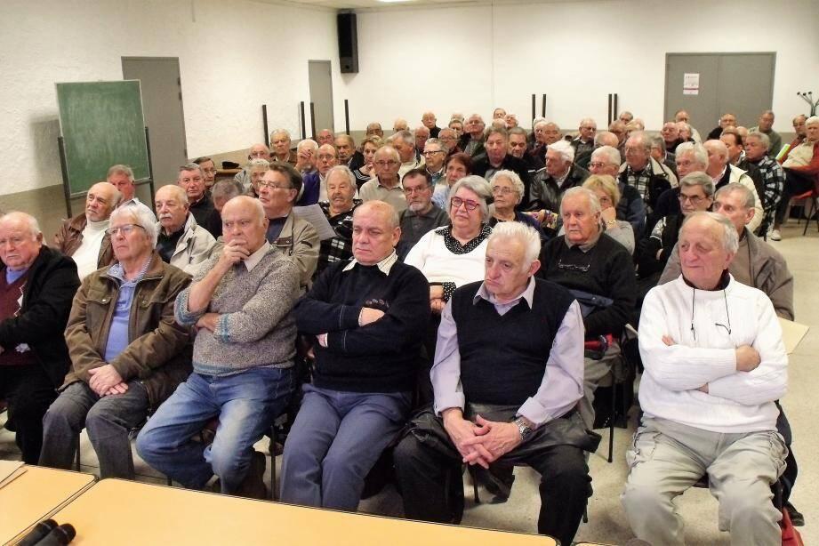 Les délégués des quarante comités locaux, réunis au grand Foyer.