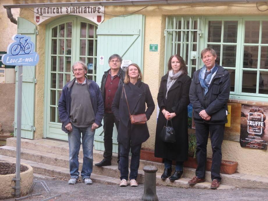 Autour de Madou Hillénius, adjointe à la culture, l'équipe de choc de Bargemon tourisme et culture !