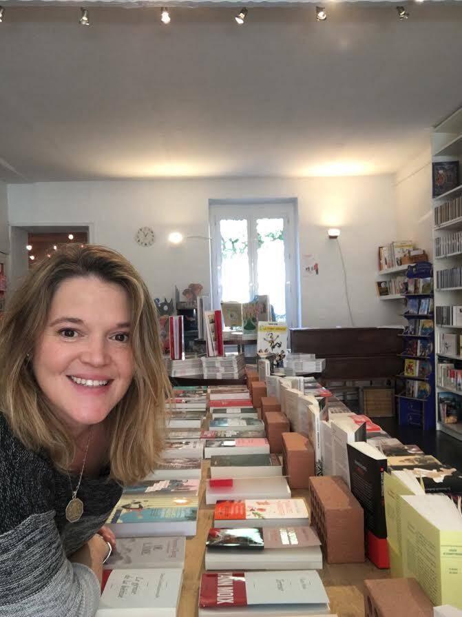 Nathalie Sokoloff aime sa librairie et déploie tous les efforts pour faire perdurer à Cogolin ce haut lieu de la culture dans le Golfe de Saint-Tropez.