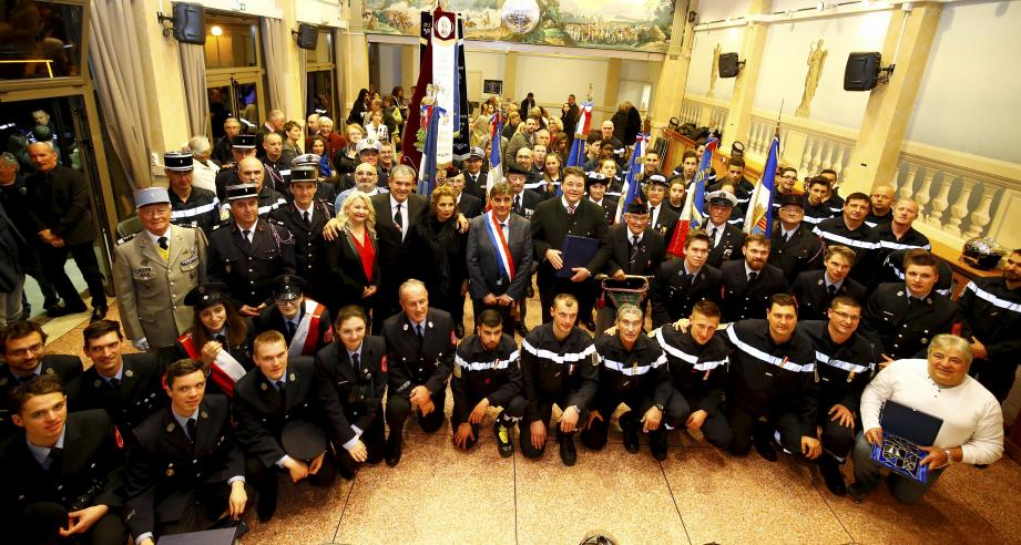 Les sapeurs-pompiers du centre de secours de Théoule et d'Ottobrun ont été félicités pour leur bravoure lors des inondations.