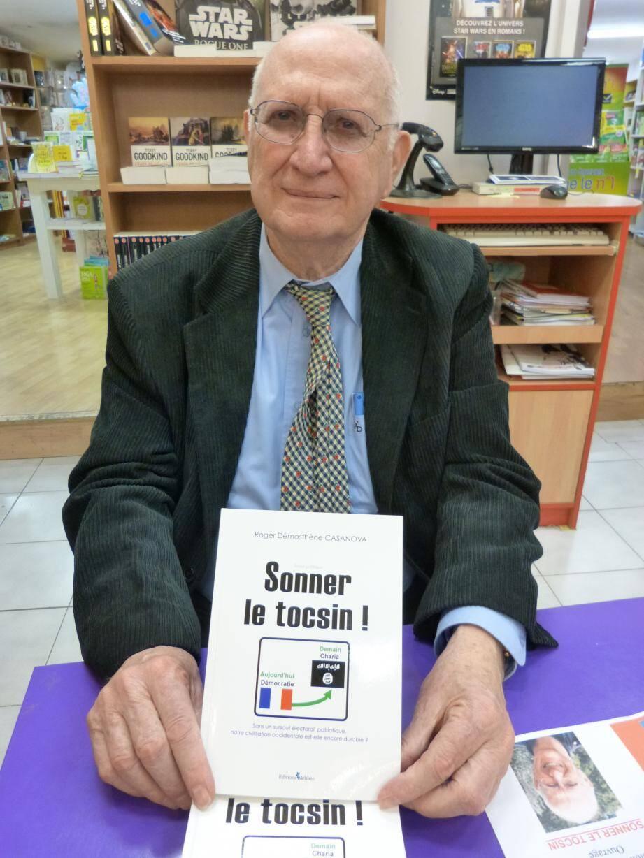 Roger Casanova, ancien maire d'Ampus, était en séance dédicace, hier matin, à la librairie Lo Païs pour présenter son dernier essai.