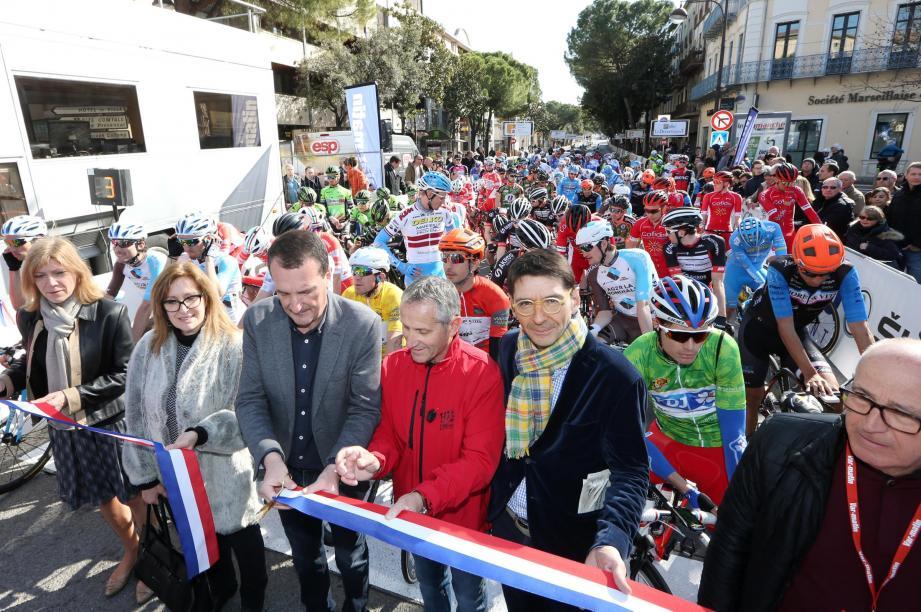 Lors du départ fictif sur le boulevard Clemenceau avec les autorités locales.