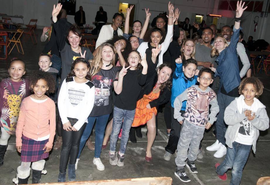 Enfants et adultes ont partagé la piste de danse.