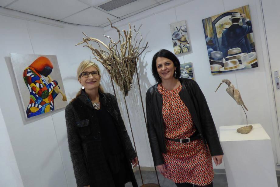 Marie-France et Evelyne, deux amies ayant une passion pour l'expression artistique.
