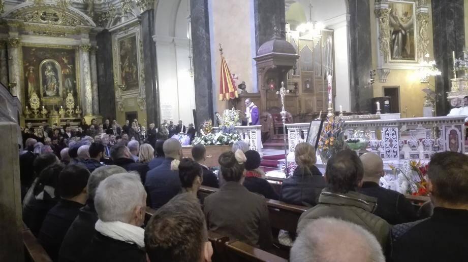 C'est en la cathédrale Sainte-Réparate, pleine à craquer, qu'ont été célébrées les obsèques émouvantes de Miss Koka, figure emblématique de la scène transformiste.