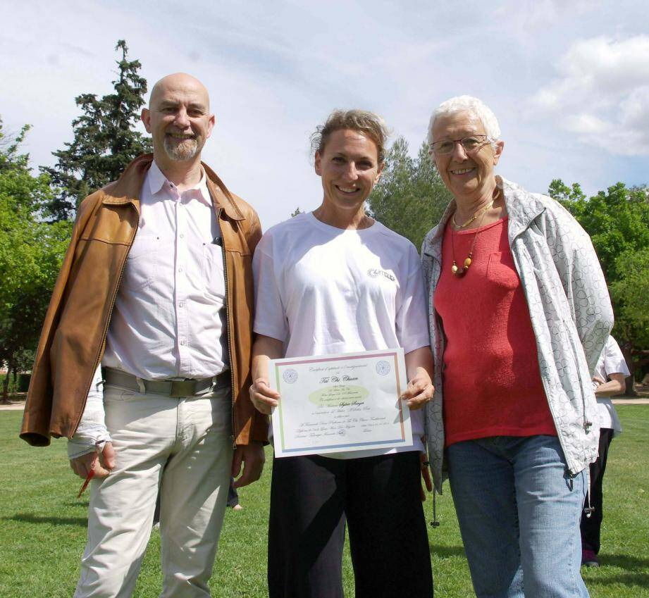 Denis Francheschi, Sylvie Sanges et Josette Marie, vice-présidente de l'Atelier.
