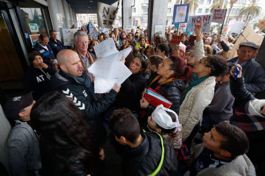 Cédric Turco, secrétaire départemental du SNuipp, avait annoncé dès la manifestation du 1er février, et confirmé dans un communiqué le 17 février, que le syndicat était « déterminé à ne rien lâcher » et avait déposé un préavis de grève pour le 27 février.