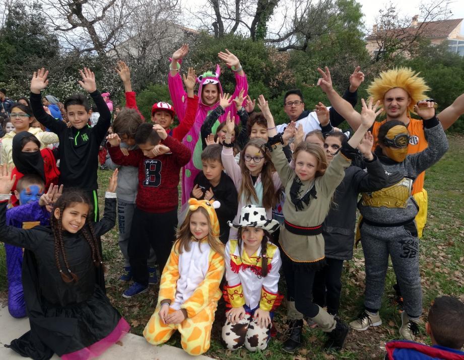 Les animateurs et les jeunes ont tous participé avec plaisir au carnaval du centre Henri-Wallon.