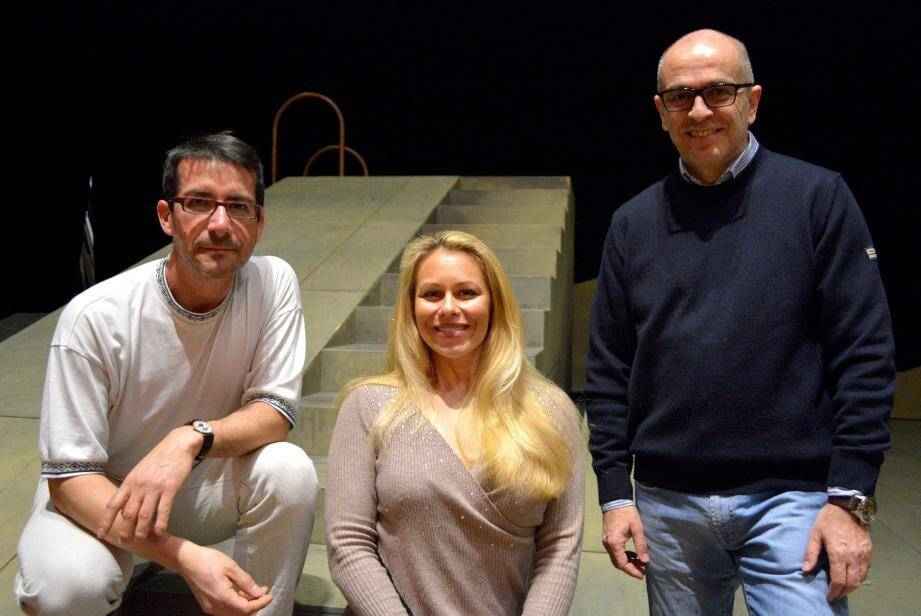 Le metteur en scène Jean-Daniel Senesi, la soprano Daniela Fally et le maestro italien Roberto Rizzi Brignoli.