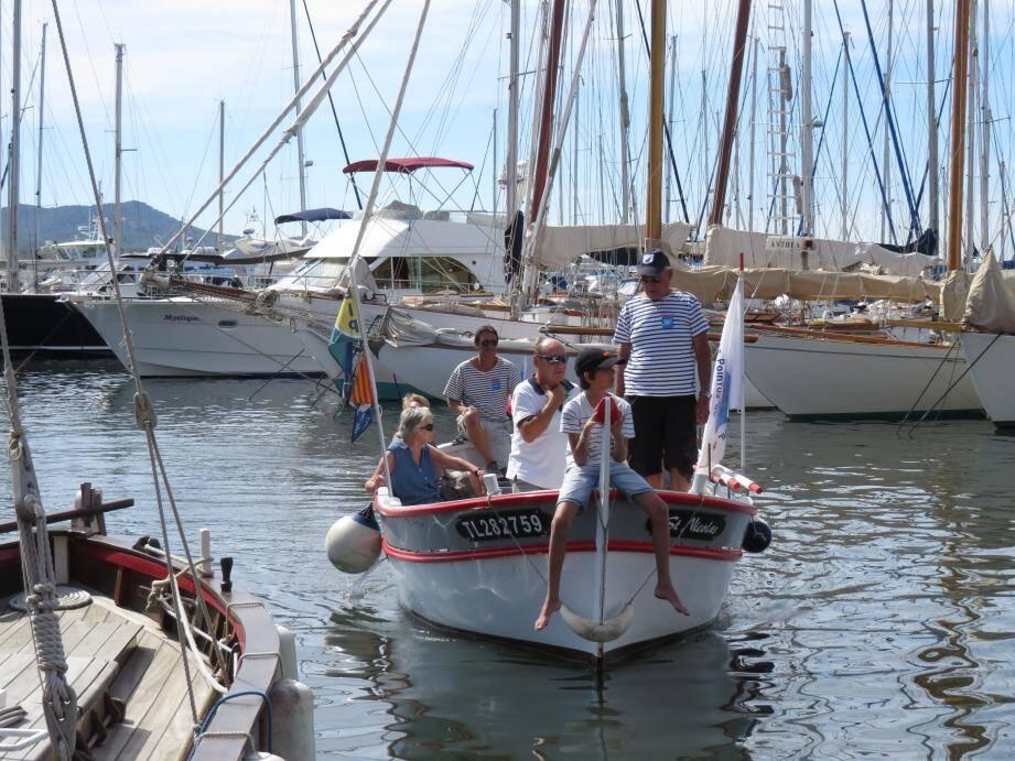 """Lors de chacune des éditions proposées, les opérations """"Embarquement immédiat"""" permettent de naviguer sur le plan d'eau à bord d'un bateau de tradition."""