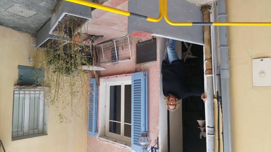 Monique Serratti est bien décidée à faire valoir ses droits sur sa terrasse qui fait partie intégrante de sa propriété depuis 1963.