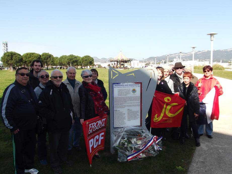 L'hommage rendu aux combattants de la liberté devant la stèle du parc de la Navale.