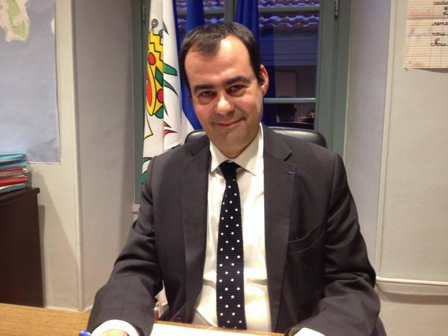 « La meilleure solution, celle que nous appelons de nos vœux, est le retrait de cette réforme pour un retour à la semaine des quatre jours », prévient Lauriano Azinheirinha.