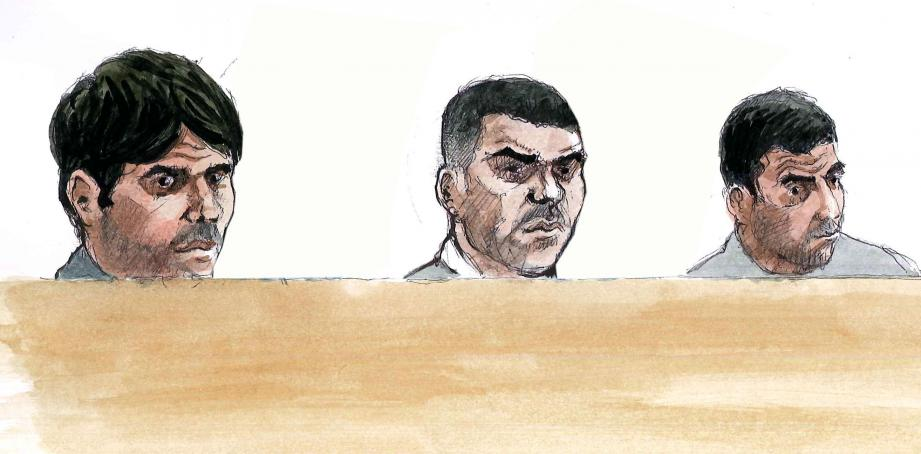 De gauche à droite dans le box, Lamine Laribi, son frère Mehdi et Sami Ati sont séparés par des gendarmes mobiles. (Croquis d'audience Rémi Kerfridin)