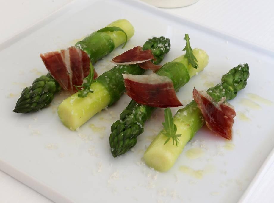 Une assiette préparée par Christophe Bacquié au Castellet