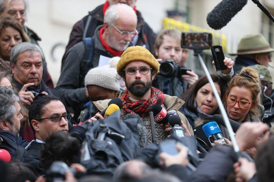 Cédric Herrou ce vendredi à sa sortie du tribunal de Nice.