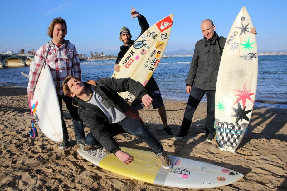 Cédric, Vincent, Olivier et Michael se retrouvent régulièrement à Saint-Aygulf pour de belles sessions de surf hivernales.