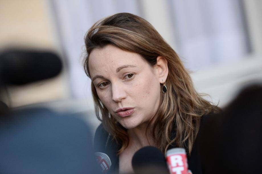 (FILES) This file photo taken on December 3, 2015 in Paris shows French Junior minister for Digital Economy Axelle Lemaire answering to journalists' questions following a working meeting on the fight against terrorism.Axelle Lemaire resigns from government to dedicate herself to the campaign of French presidential election candidate for the left-wing French Socialist (PS) party Benoit Hamon, she announces on February 27, 2017.   / AFP PHOTO / STEPHANE DE SAKUTIN FILES-FRANCE2017-LEFT-WING