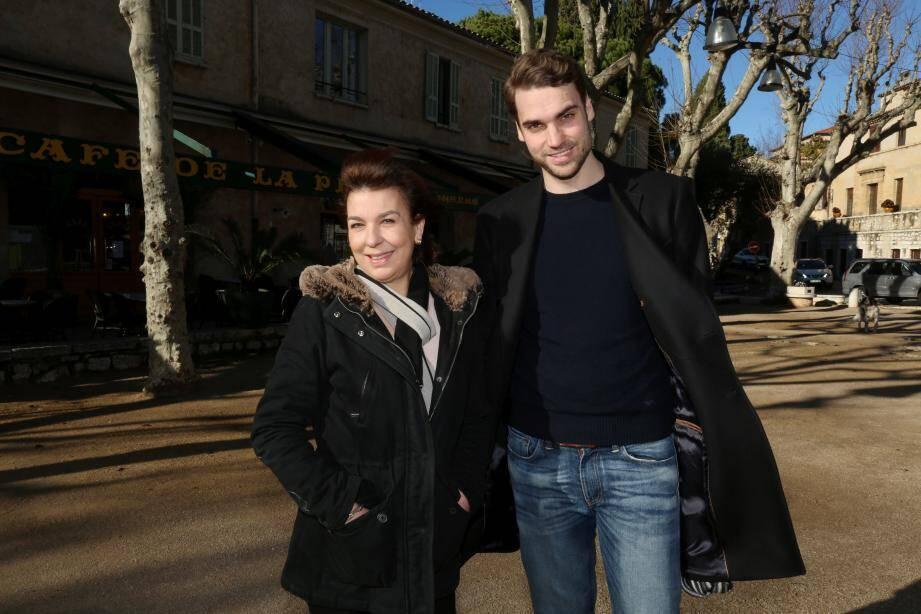 Valentin Livi aux côté de sa mère, Carole Amiel