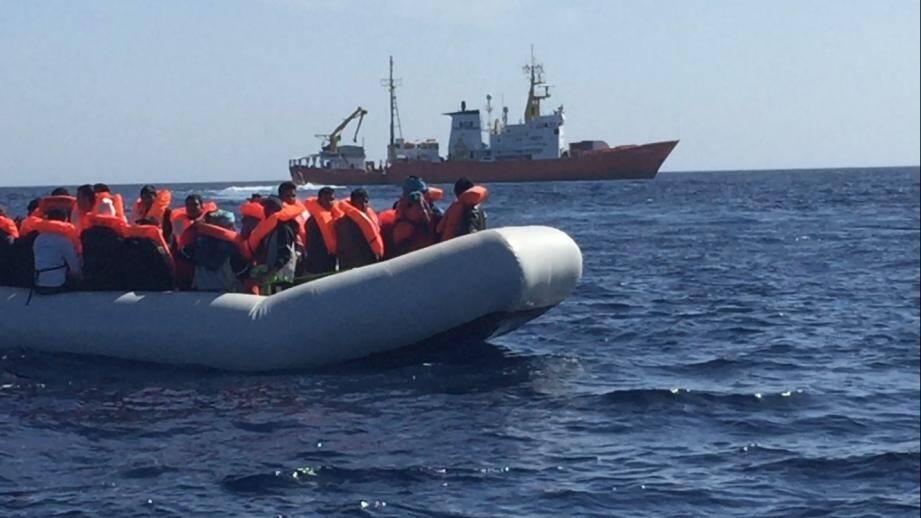 L'Aquarius est actuellement en standby au milieu de la Méditerranée après que l'Italie a fait fermer ses portes au bateau ambulance, sur instruction du nouveau ministre de l'Intérieur d'extrême droite, Matteo Salvini.