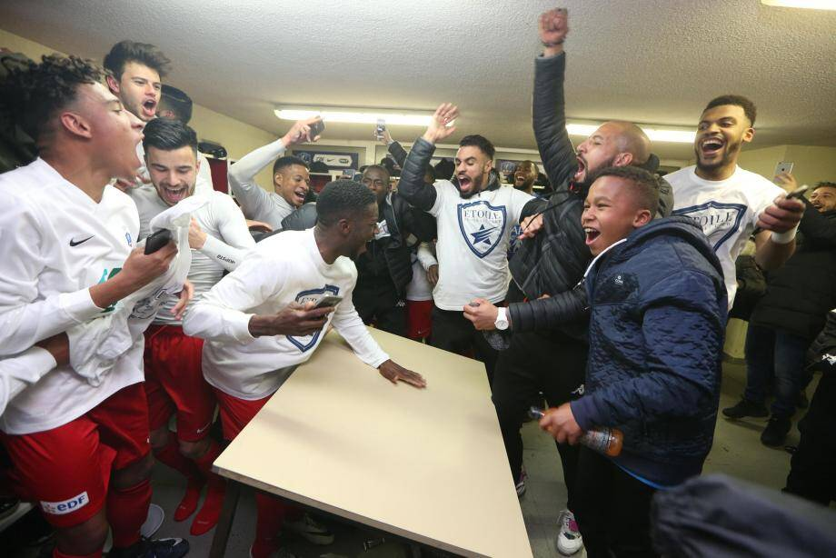 Les Etoilistes peuvent laisser éclater leur joie. Ils viennent de terrasser Auxerre et sont en quart de finale. Ils connaîtront ce soir leur adversaire, à l'issue du match OM-Monaco.