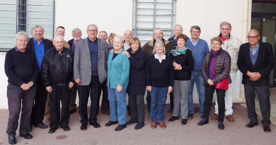 Les membres de l'association et le maire réunis pour l'assemblée générale.