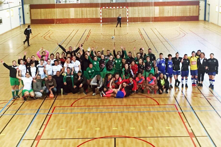 Les participants au tournoi en salle.