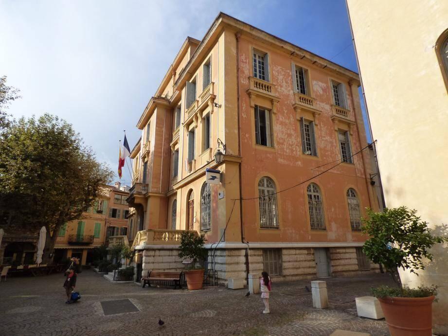 1,9 million d'euros seront nécessaires pour moderniser l'hôtel de ville .
