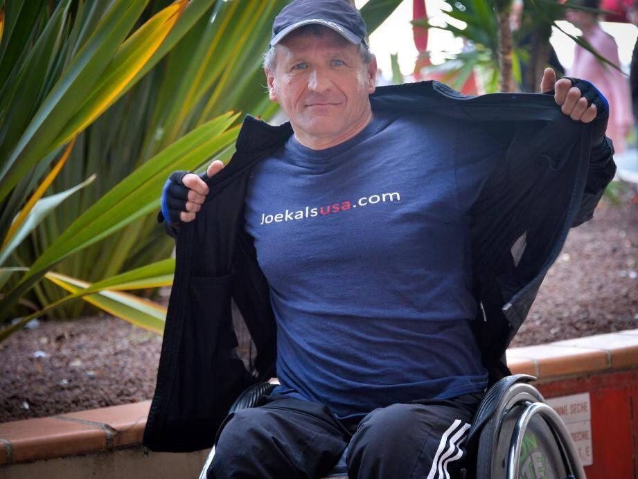 Âgé de 55 ans, le Mentonnais Joe Kals est devenu paraplégique après un accident de moto. Depuis, il tente d'attirer l'attention du public sur la nécessité d'accélérer la recherche sur la moelle épinière.