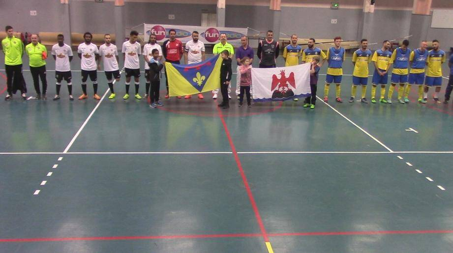 Les deux sélections du Var et des Alpes-Martimes lors de la présentation des équipes.