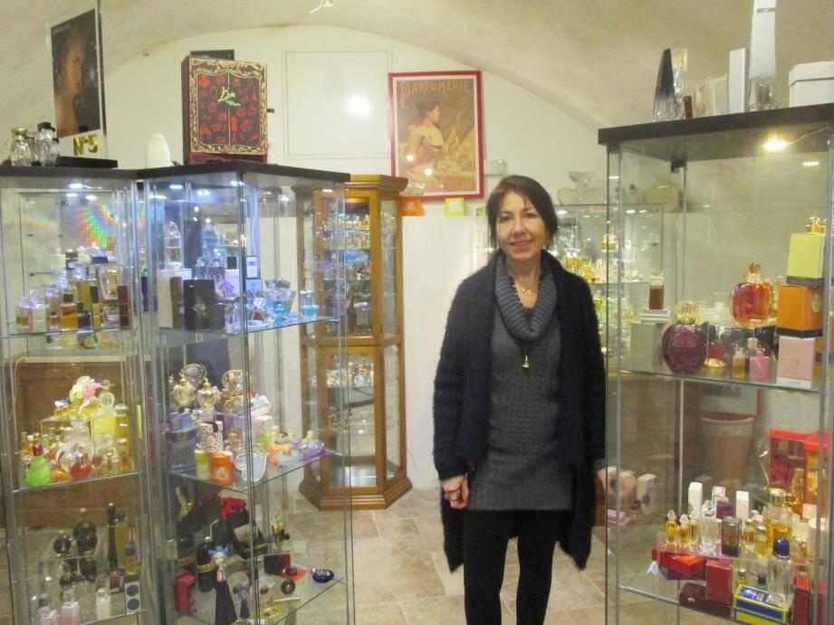 Isabelle Rabeau, artiste et passionnée, devant  une partie de ses « précieux trésors ».