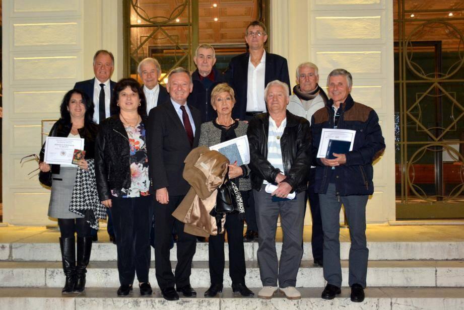 Les récipiendaires autour du député Rudy Salles et de Gisèle Kruppert. En arrière-plan à gauche, Noël Cristina, conseiller municipal.